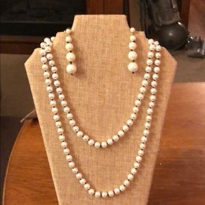 Ann Taylor black knotted pearl necklace & earrings